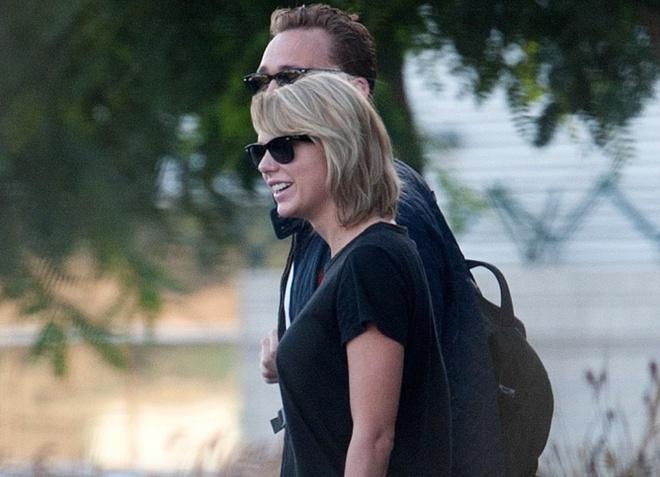 Taylor Swift va Loki nam tay nhau hanh phuc giua scandal hinh anh