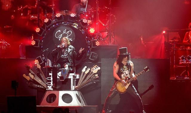30 nguoi bi bat trong show dien cua nhom Guns N' Roses hinh anh