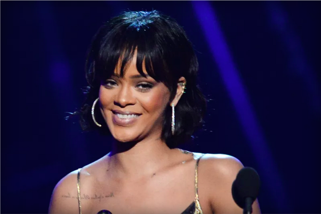 Rihanna nhac khan gia khong choi Pokemon Go trong show dien hinh anh