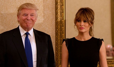 Vo Donald Trump bi to khong co bang dai hoc hinh anh