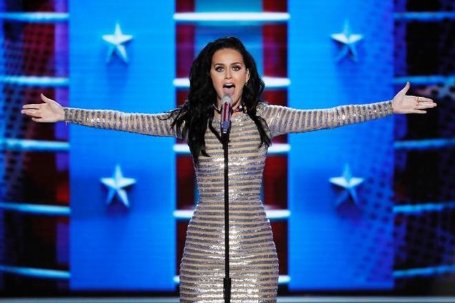 Katy Perry trinh dien Rise,  Roar tai Dai hoi dang Dan chu anh 1