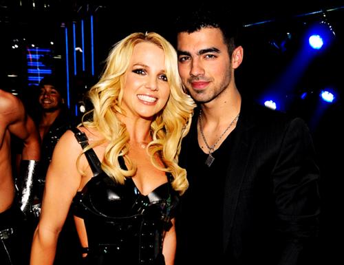 Joe Jonas khong duoc den gan Britney Spears hinh anh 1
