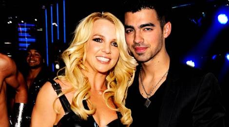 Joe Jonas khong duoc den gan Britney Spears hinh anh