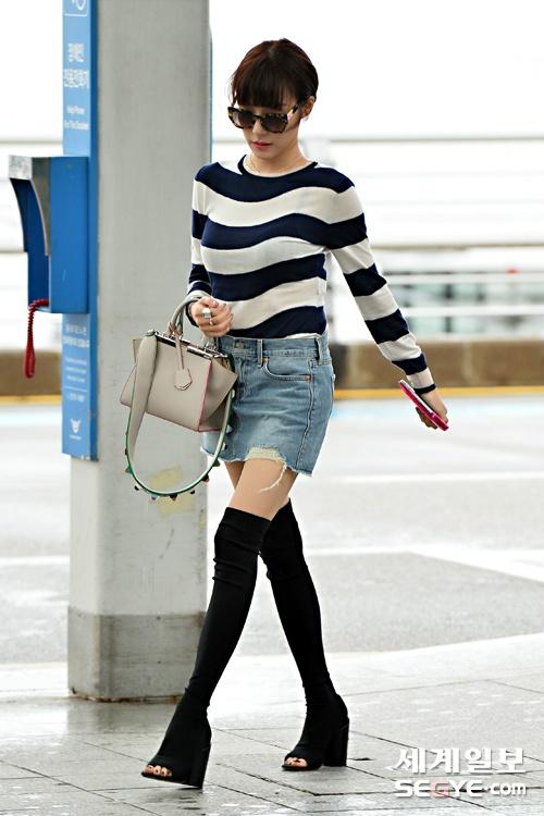 Kieu nu Han xau – dep khi phoi chan vay jeans ngan hinh anh 10