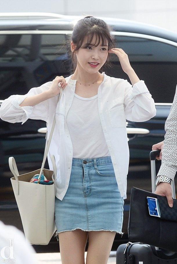 Kieu nu Han xau – dep khi phoi chan vay jeans ngan hinh anh 3