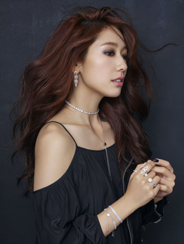 Park Shin Hye khoe sac voi nu trang hinh anh 3