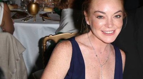 Lindsay Lohan mac ho henh khi di tiec hinh anh
