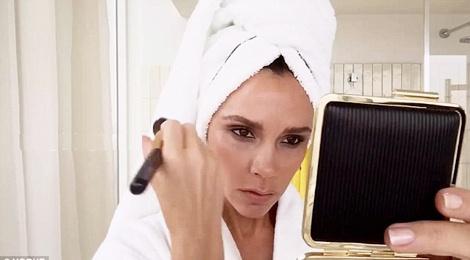 Victoria Beckham trang diem cap toc trong 5 phut hinh anh