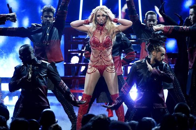 Justin Bieber hop tac voi Britney Spears anh 2