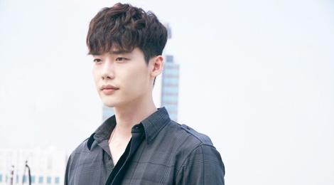 Lee Jong Suk dong vai ac trong phim ve Trieu Tien hinh anh