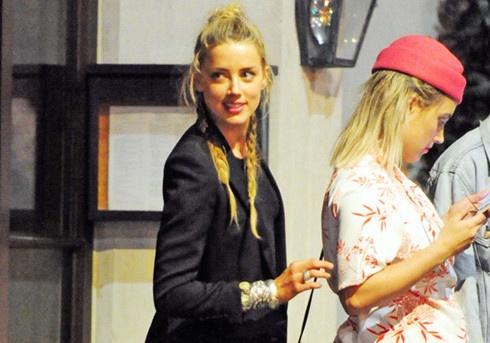 Amber Heard vui ve tiec tung sau khi chia tay Johnny Depp hinh anh