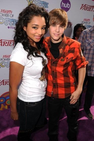 Nhung kieu nu tung buoc qua cuoc doi Justin Bieber anh 1