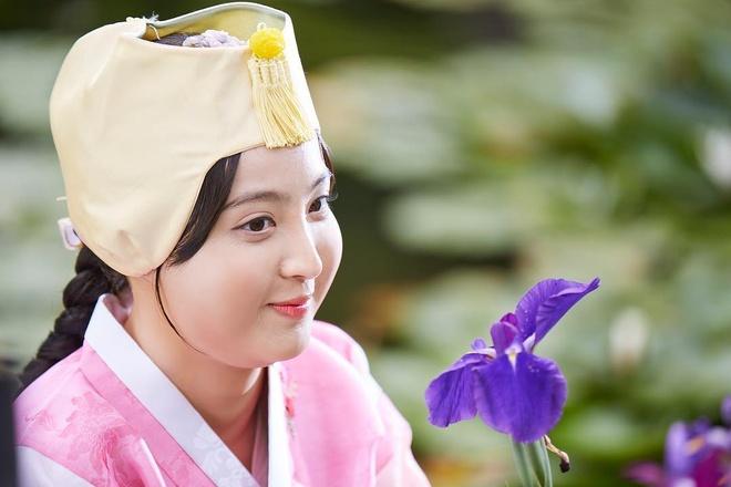Canh hoa trang cua cong chua beo phim co trang Han hinh anh 1