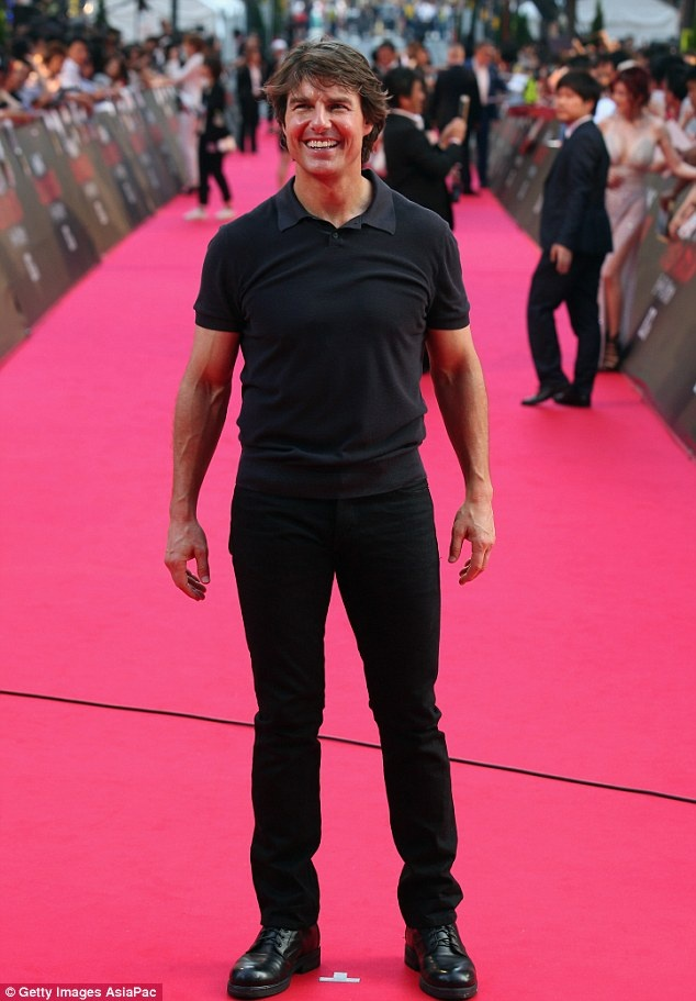 Tom Cruise thue may bay rieng cho do tap gym hinh anh 1
