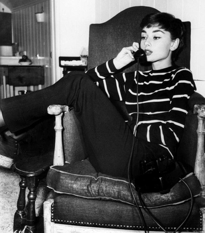 Hoc cach phoi do dang cap nhu Audrey Hepburn hinh anh 11