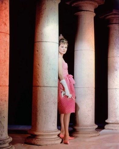 Hoc cach phoi do dang cap nhu Audrey Hepburn hinh anh 5