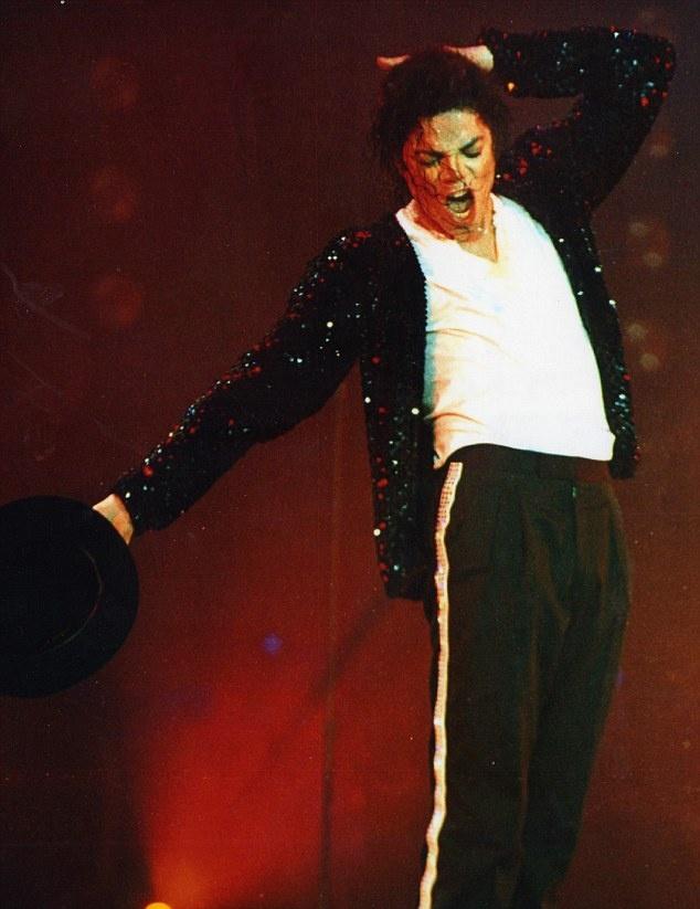Nguoi ham mo hot hoang khi thay bong ma Michael Jackson hinh anh 2