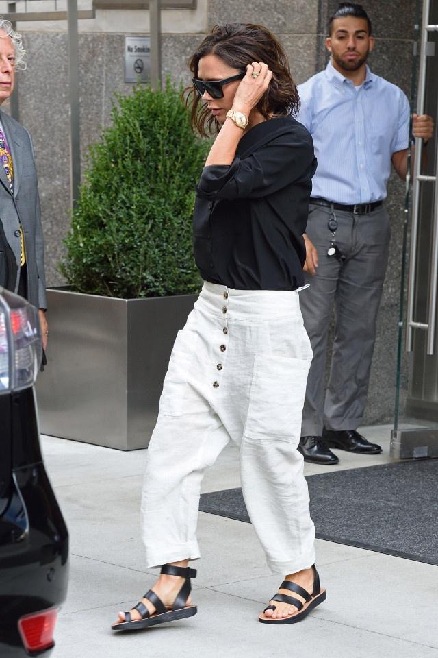 Victoria Beckham thap di vi mac quan rong hinh anh 2