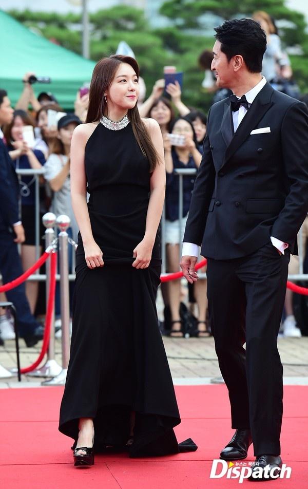 Song Joong Ki banh bao tren tham do hinh anh 6