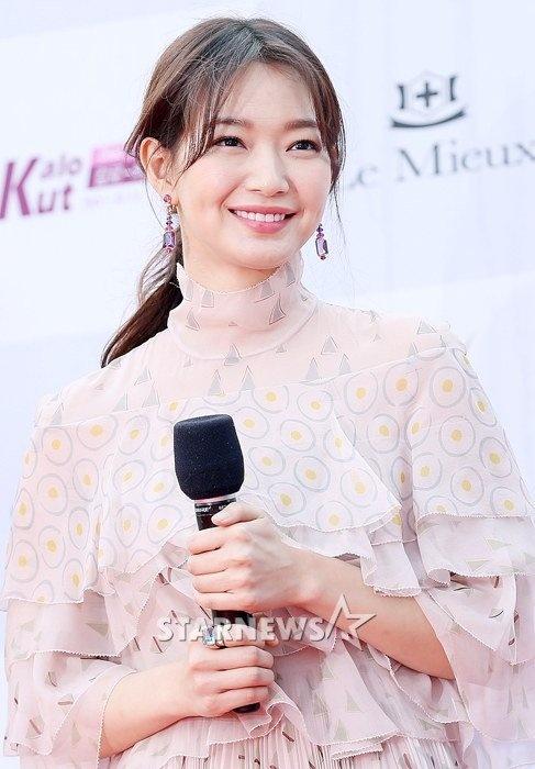 Song Joong Ki banh bao tren tham do hinh anh 5
