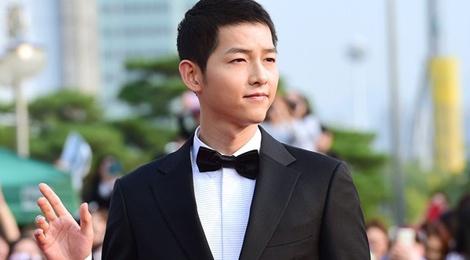 Song Joong Ki banh bao tren tham do hinh anh