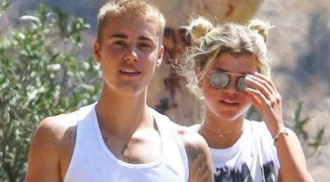 Ban gai moi khen Justin Bieber la nguoi hiem gap hinh anh
