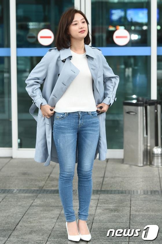 'Trung uy' Kim Ji Won xinh xan du chan kem thon hinh anh 7