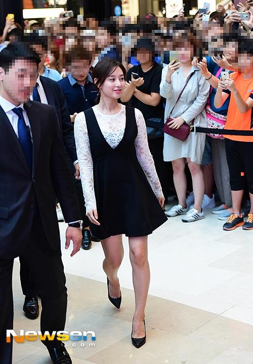 'Trung uy' Kim Ji Won xinh xan du chan kem thon hinh anh 1