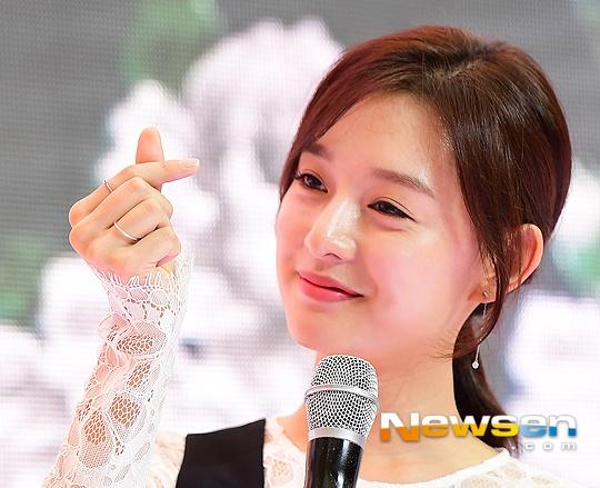 'Trung uy' Kim Ji Won xinh xan du chan kem thon hinh anh 2