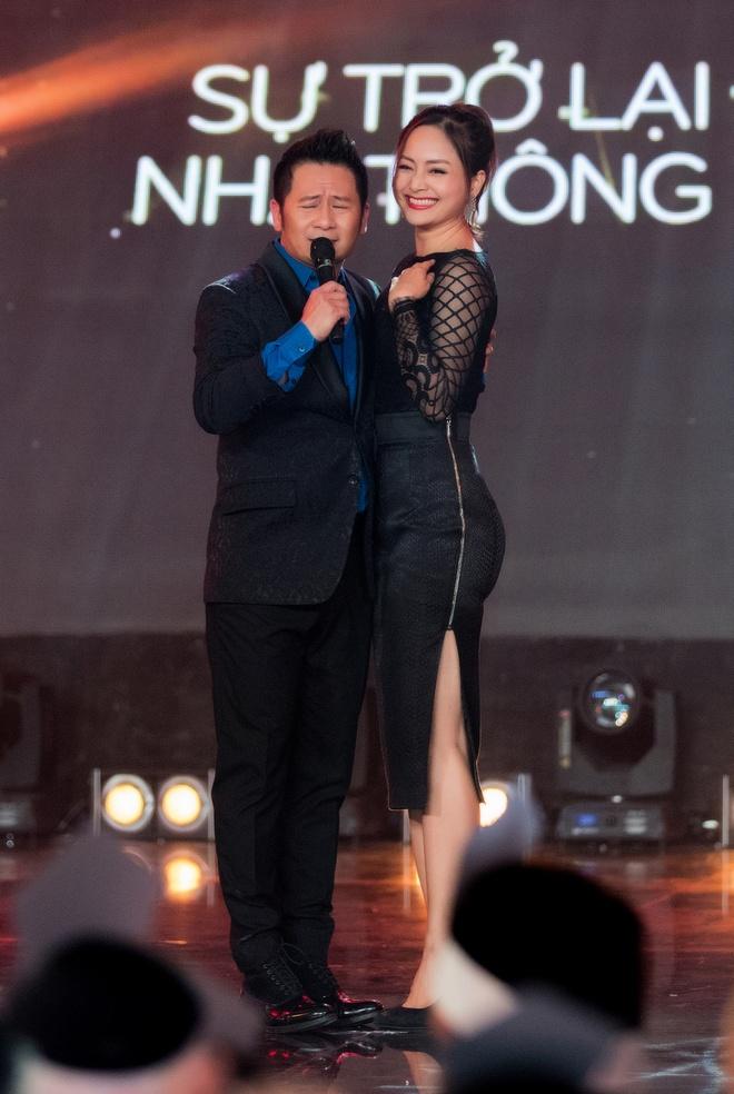Lan Phuong do mat vi duoc Bang Kieu hon tren san khau hinh anh 2