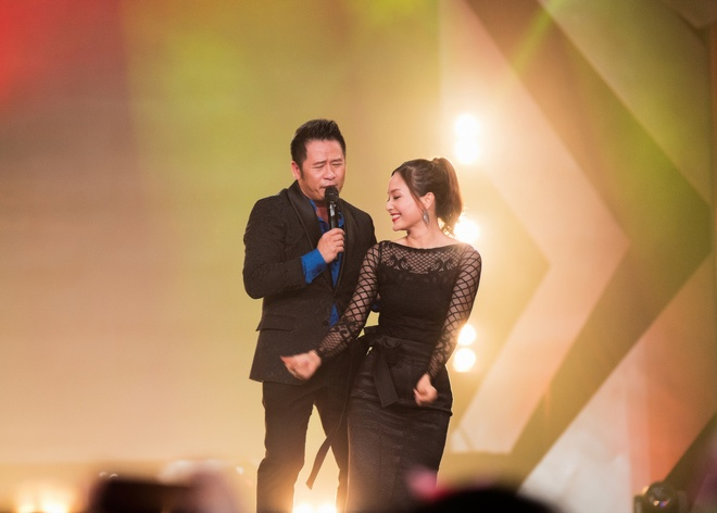 Lan Phuong do mat vi duoc Bang Kieu hon tren san khau hinh anh 3