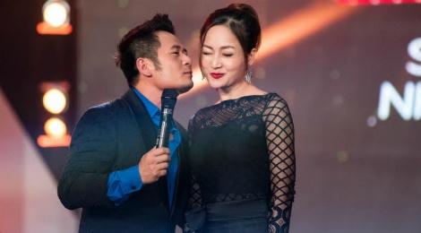 Lan Phuong do mat vi duoc Bang Kieu hon tren san khau hinh anh