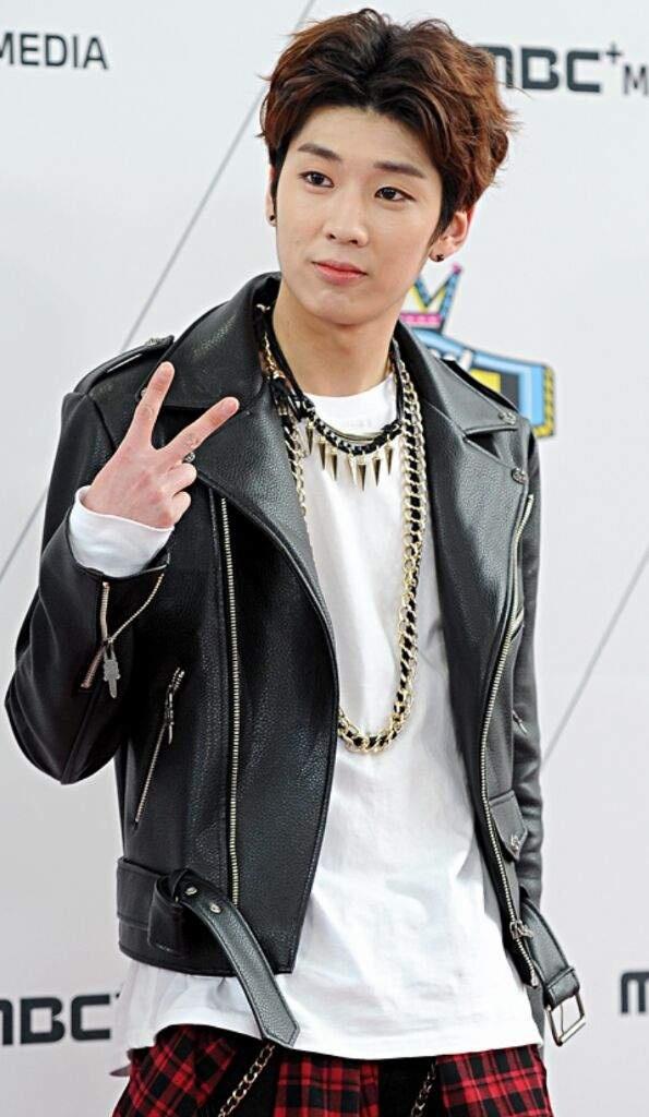Rapper Han bao ve bai hat mang ca tu 'co vu cuong hiep' hinh anh 2