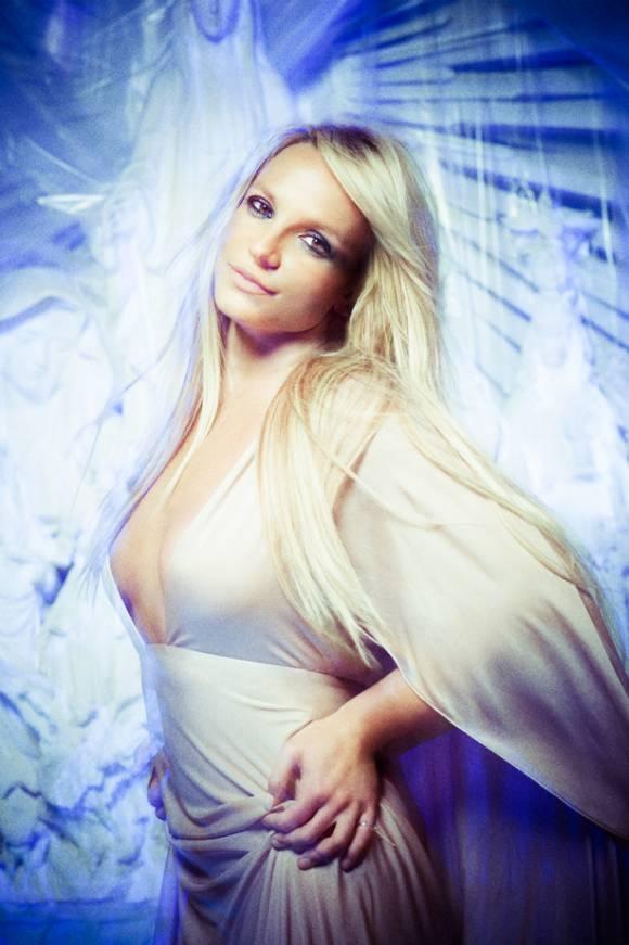Bo anh moi cua Britney Spears bi che bai tham te hinh anh 4