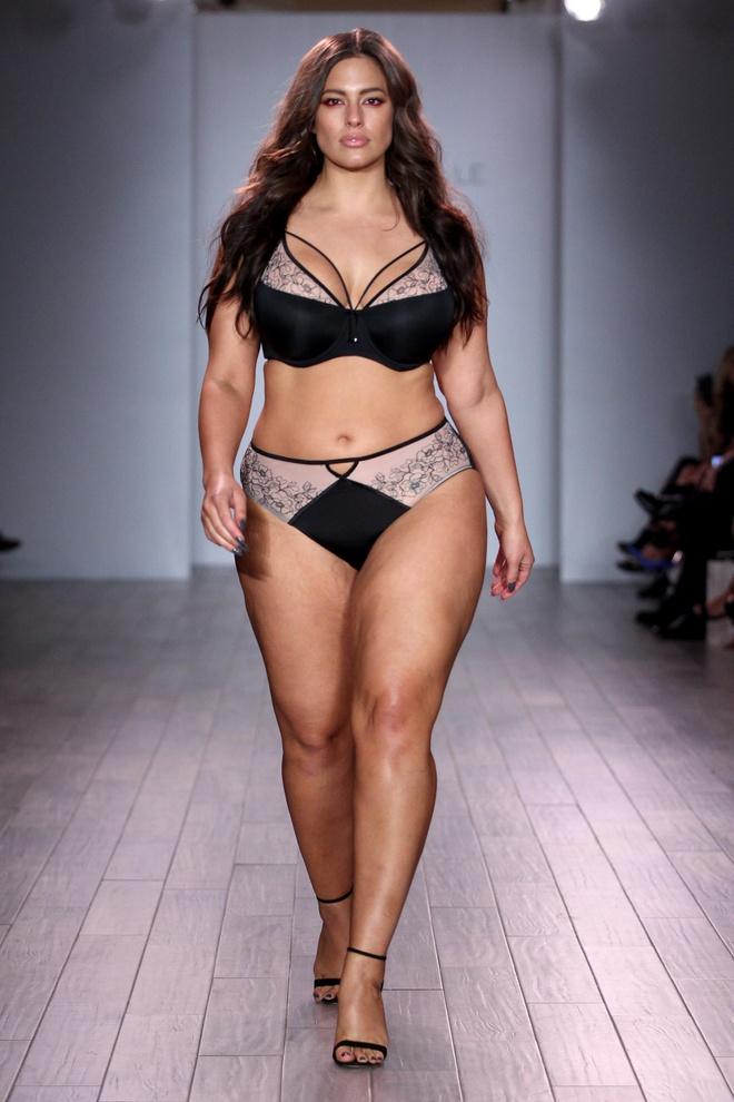 Loat mau beo dien bikini do bo san catwalk New York hinh anh 1