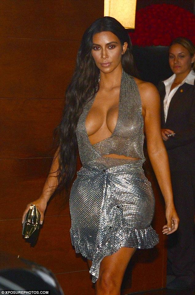 Kim Kardashian mac phan cam anh 6
