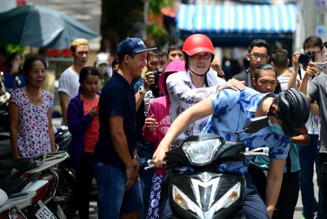 Nguoi dan cuoi dua, ho het ten nghe si o dam tang Minh Thuan hinh anh 1