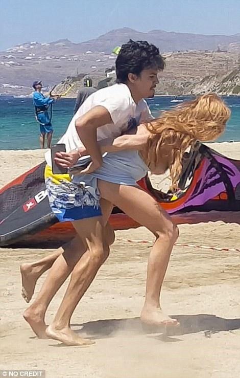 Hon phu Lindsay Lohan lan dau len tieng ve scandal bao luc anh 1
