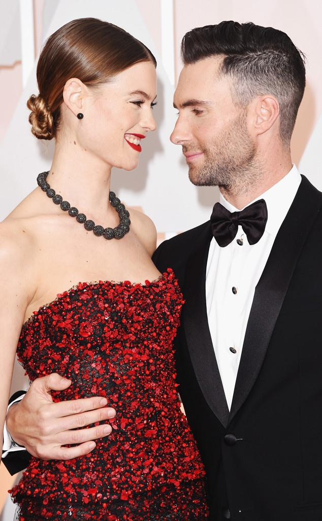 Adam Levine va Behati Prinsloo don con gai dau long hinh anh 2