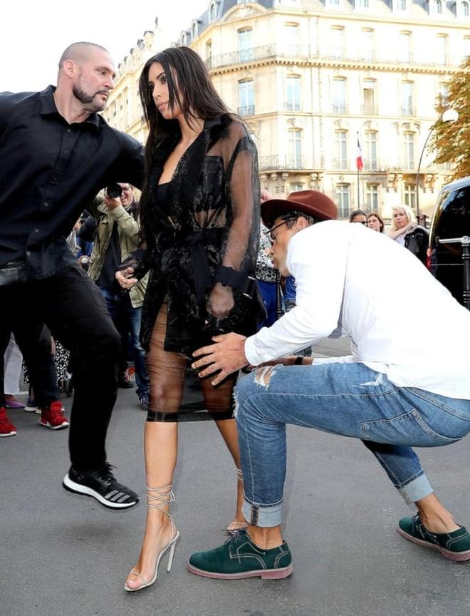Kim Kardashian bi phong vien bien thai sam so hinh anh 1