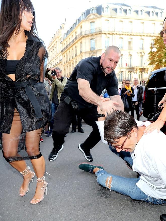 Kim Kardashian bi phong vien bien thai sam so hinh anh 2