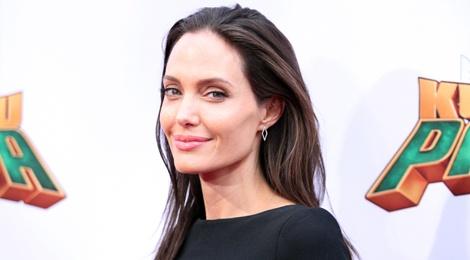 Giua khung hoang ly hon, Angelina Jolie xem xet phim moi hinh anh