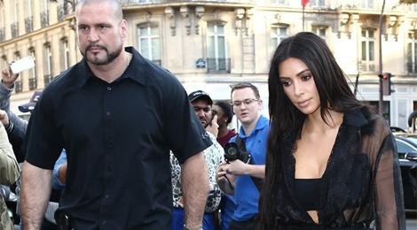 Kim Kardashian chi 100.000 USD de thue 30 ve si hinh anh