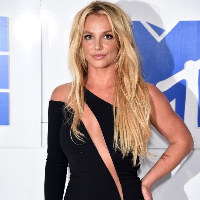 Britney Spears vui khi Brad Pitt doc than hinh anh 2