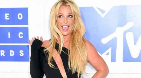 Britney Spears vui khi Brad Pitt doc than hinh anh
