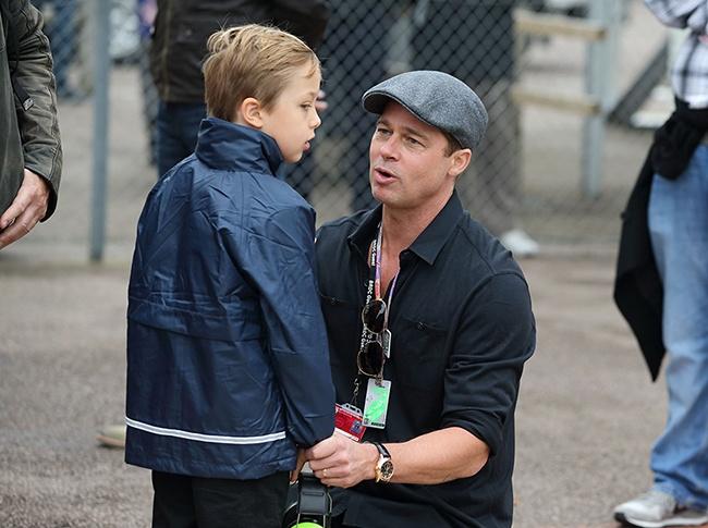 Brad Pitt khoc khi doan tu cac con hinh anh