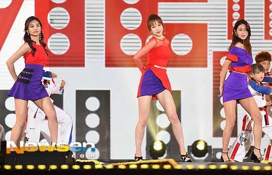 Seolhyun (AOA),  Tzuyu (Twice) va Hani (EXID) hop tac anh 2