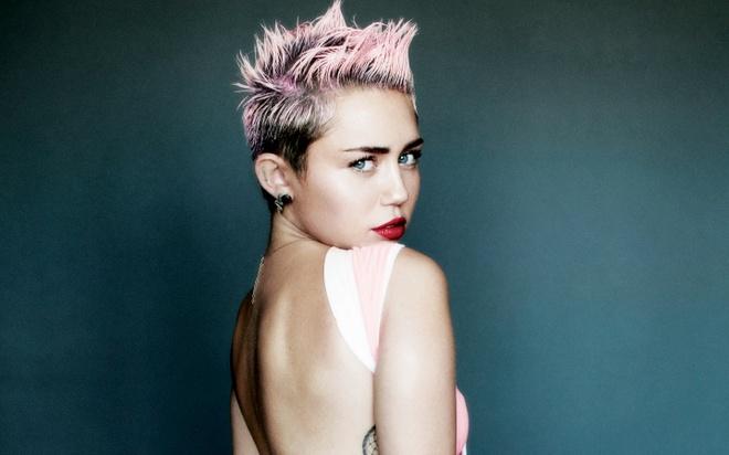 Miley Cyrus cong khai tinh dau dong tinh hinh anh