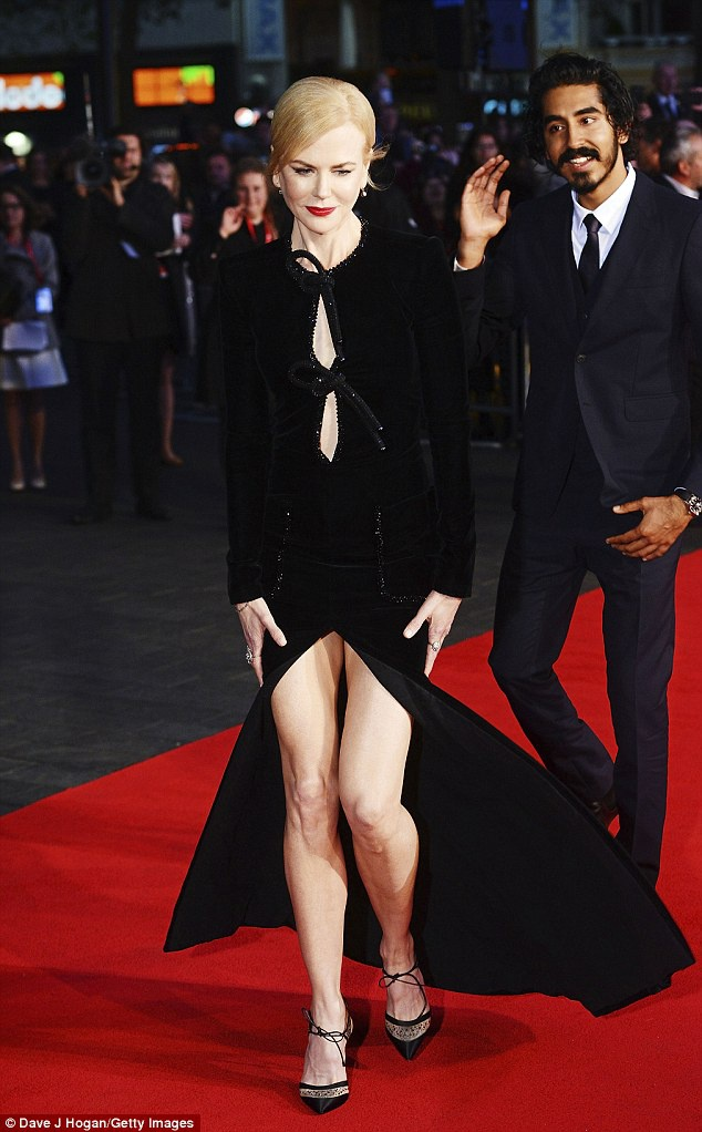Nicole Kidman boi roi vi dien vay xe sau anh 1