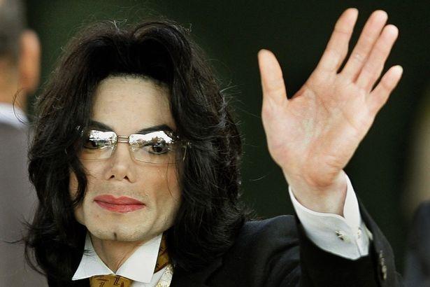 Michael Jackson van co thu nhap cao du da qua doi hinh anh 1
